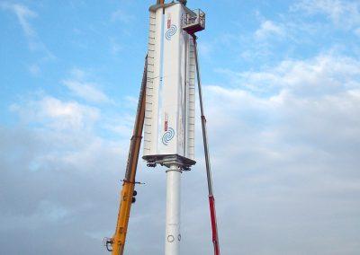 Montage einer Prototyp-Windkraftanlage