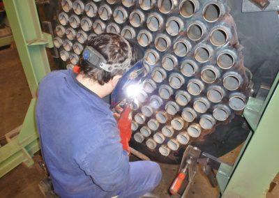 Schweißarbeiten an einem Wärmetauscher